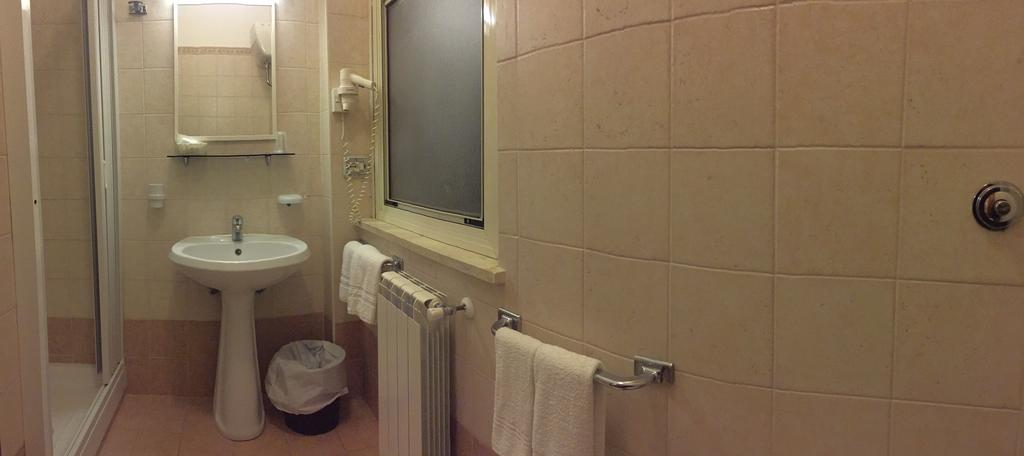 hotel-fiuggi-delle-ortensie-bagno-camera-matrimoniale-uso-doppia